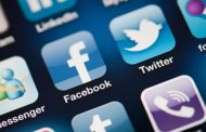 In the Face of Social Media Challenge, Did Newspapers Make a Wrong Move in the Web Strategy?